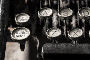 typewriter-5065594_1920